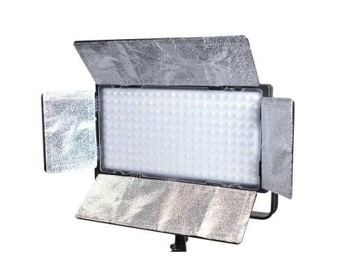 Dörr LED Video Light DLP-820 ca. 6300 Lux/1m bei Voller Leistung